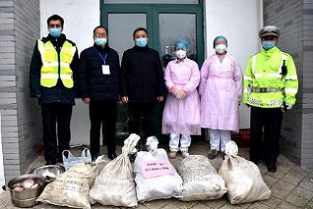 爱心持续!马集政府联手易胜博特点集团给前线工作人员捐赠物资助力疫情防控